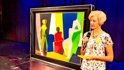 STORT: Biblioteksjef Marianne Selvik i Ås kommune åpnet utstillingen i Ås kulturhus 1. september.