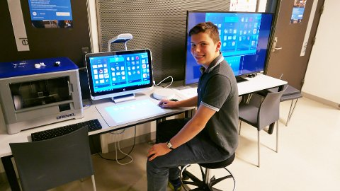 REALIST: Hallvard Barmud (15) fra Stabekk liker å utfordre seg selv med digitale løsninger.