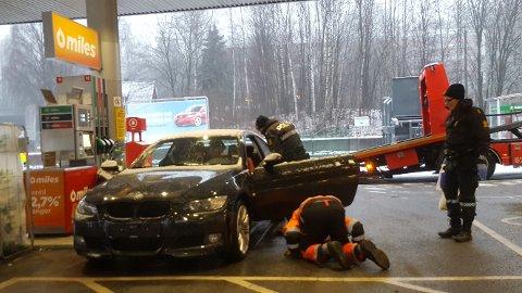 HIT, MEN IKKE LENGER: Denne BMW-en ble stanset av politiet på Hamang i Sandvika. Føreren mistenkes for å ha kjørt i narkotikarus.