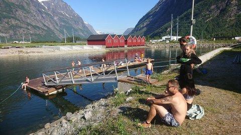 Badeliv i småbåthavna. Foto: Kjell Jostein Sandvik.