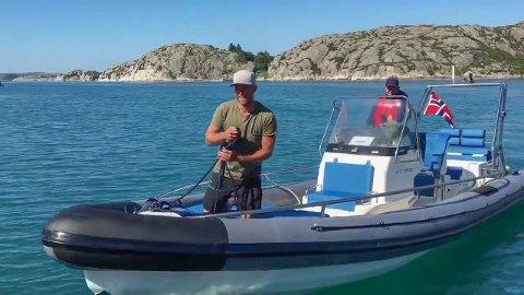 Flott tur: Brødrene Kristoffer (bak) og Nikolay Søgnesand hadde en flott tur med bare godvær i ribbåten opp langs Norskekysten.