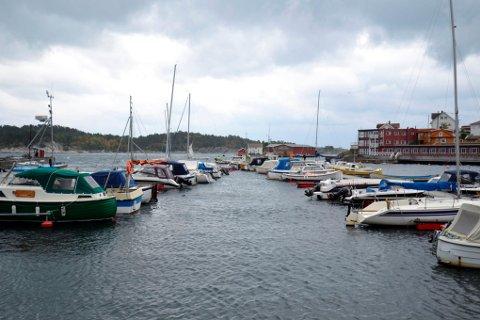 TIDLIG FAKTURA: De som leier båtplass av kommunen fikk tidlig regning i år.