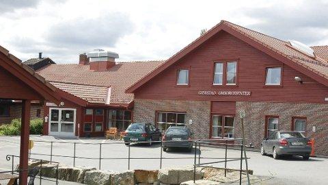 SLO TIL: Rumenerne slå blant annet til mot Gjerstadheimen i Gjerstad. Her fikk en 101-år gammel kvinne frastjålet flere smykker. Nå er 11 personer dømt.