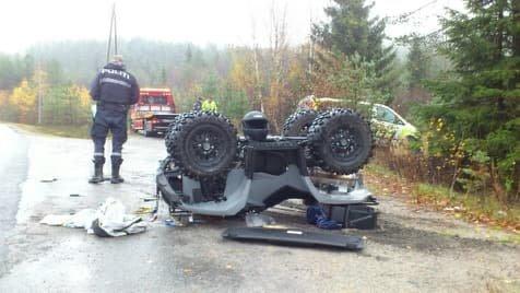 Slik ble firehjulingen liggende etter ulykken.