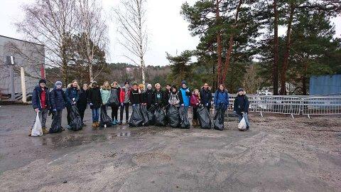 Elever fra 7b og 7c gikk  fredag i streik for klimaet. De benyttet streiken til å plukke store mengde søppel. Det er varlset en større streik fredag denne uka.