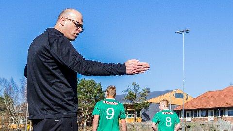 GIKK PÅ SMELL: Risør-trener Rune Norgaard måtte se sitt lag tapte 0-6 for Imås i seriepremieren.