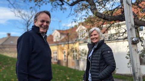 JAKTEN ER I GANG: Styreleder i Risør By AS, Dag Høndebø og styremedlem Line Stebekk setter denne uka i gang jakten etter en ny leder i byselskapet Risør By.