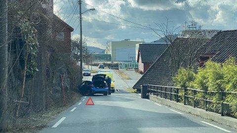 Bilen kjørt av veien og inn i fjellveggen ved Krana.
