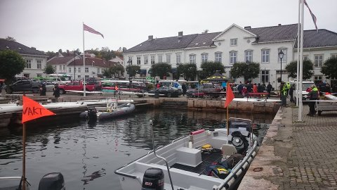 Båtene ble klargjort på Torvet i Risør.