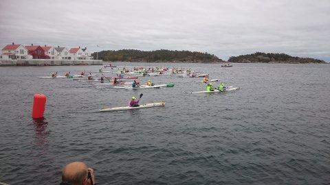 I alt 50 båter startet fra Risør torv, med kurs mot Lyngør.