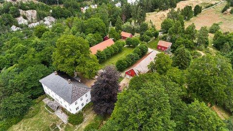 TIL SALGS: Søndeled gård, eller Søndeled Lille som den gjerne kalles, er lagt ut for salg med en prisantydning på 11 millioner kroner.