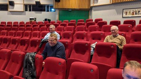 NÅ, IKKE SENERE: Bystyret vedtok med 15 mot 13 stemmer at kommunedirektøren skal utrede muligheten for at private aktører kan tilby BPA i Risør kommune. Kjell MacDonald (H) til venstre i bildet, ønsket sammen med blant annet Jan Einar Henriksen (V) og Stian Lund (V) at kommunen åpnet for de private allerede nå, men fikk ikke flertallet med seg. Dermed kommer saken tilbake til bystyret på et senere tidspunkt for endelig avgjørrelse.