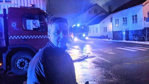 Kommunedirektør Trond Aslaksen ved brannstedet.