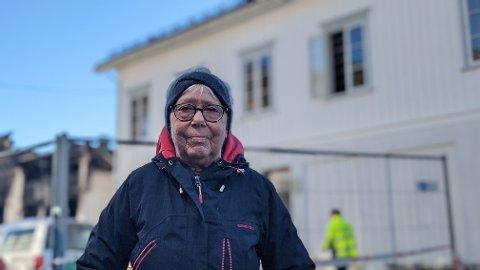 SORGEN KOMMER: Bente Knutsen, og mannen Finn, mistet huset i brannen på onsdag. Tross at hendelsen bærer tungt på henne, er hun overveldet av støtten som lokalsamfunnet har vist.