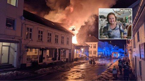 Anne May Olsens butikk ble totalskadd under brannen i Risør i februar. Nå har hun funnet nye lokaler.