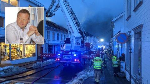 ETTERLYSTE: Stian Lund (V) tok opp det etterlengtede ønsket til brannvesenet om å ha en egen stigebil i Risør under komitémøtet.