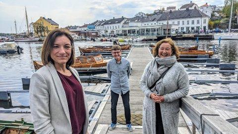 FESTIVALSJEFENE: Risørs tre festivaler har nå funnet hverandre og innledet et samarbeid. Her er, fra venstre, Camilla Børresen fra Villvinmarkedet, Eirik Raude i Risør kammermusikkfest og Kari-Anne Røisland fra Trebåtfestivalen.