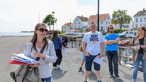 BEFARING: Her et bilde fra sentrumsplan-befaringen til miljø- og teknisk utvalg sommeren 2020. I front er enhetsleder for plan- og byggesak Heidi Rødven.