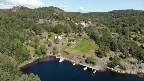 TIL SALGS: Åsvika gård ved Sandnesfjorden kan få ny eier etter å ha blitt lagt ut for salg.