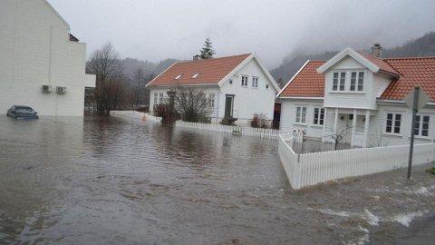 Synne flommen gjorde at kommuner som Kvinesdal jobber med flomsikringsplaner.