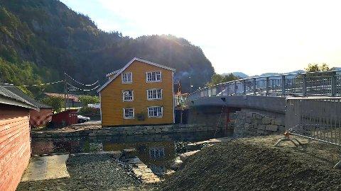 NY BRO: Dette er den nye broa på Feda.