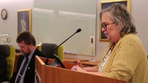 Nina Danielsen (Sp) ville vite hva ordføreren gjør for Bakke bro.