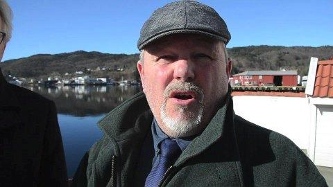 ALENE: John Hansen (H) har ikke fått med seg noen i bystyret på å kreve lovlighetskontroll. Rådmannen har derfor avvist kravet.