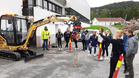 SKAPE INTERESSE: Teknisk senter arrangerer blant annet «olabildag» på ungdomsskolen der det å skape interesse for tekniske fag er noe av målet.