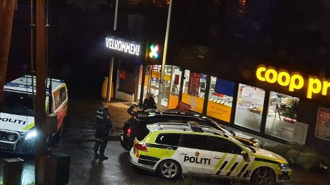 Politiet fikk tak i mannen på Drangeid, og han ble etter hvert kjørt til arresten i Kristiansand.