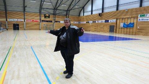 Kommuneoverlege Anne Margrethe Håland i Farsund i Alcoahallen. Foto: Øystein Mikalsen, Farsund kommune