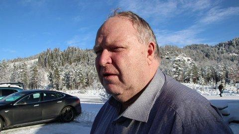 OMBYGGING PÅ SINNES: Varaordfører Isak A. Liland (H) vil fortsatt at ungdomsskoleelevene skal måtte reise fra Sinnes til Tonstad under 1,5 år med ombygging av Sinnes skule.