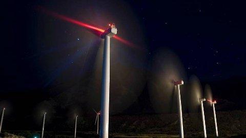 INTENSE LYS: Luftfartstilsynet krever at det er sterk lysmerking av høye turbiner. NVE krever at Skorveheia skal ha lys som bare slår seg på når småfly og helikopter nærmer seg området, men det viser seg å være vanskelig å få til.