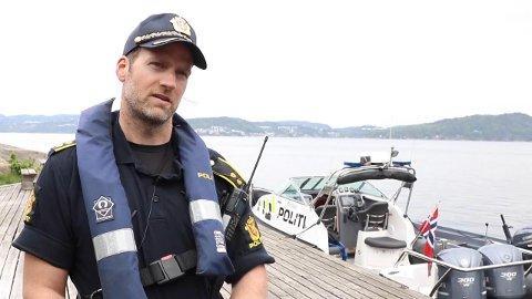 BEKYMRET: Magnus von Porat Fiane, sjøkoordinator i Agder politidistrikt, er lite begeistret for en utvikling som tyder på at flere bryr seg mindre om alkoholgrensen til sjøs.