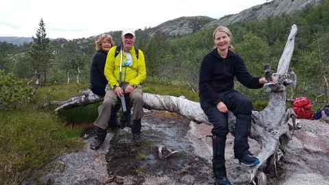 KLAR FOR TUR: Flekkefjord og Oplands Turistforening sine frivillige, da de var med og ryddet stien som nå er klar for turgåere.