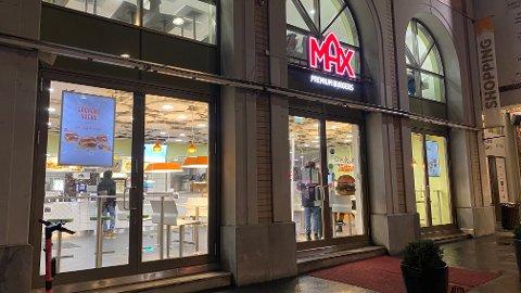 En ansatt på Max Burger på Grønland ble utsatt for vold og ble sykmeldt i over to uker.