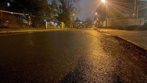 VET LITE: Lørdag kveld fikk politiet melding om at en person skal ha blitt utsatt for vold her i Lindbäckveien på Nordstrand. Vedkommende skal deretter ha blitt tatt vekk fra stedet i bilen.