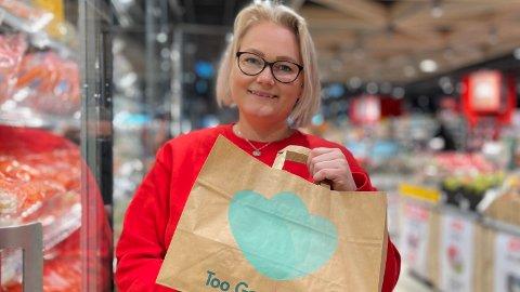 REDDET MEST: Assisterende butikksjef hos MENY Tveita, Pia Myrvold, er stolt over at de solgte 3225 poser med overskuddsmat via appen Too Good To Go.