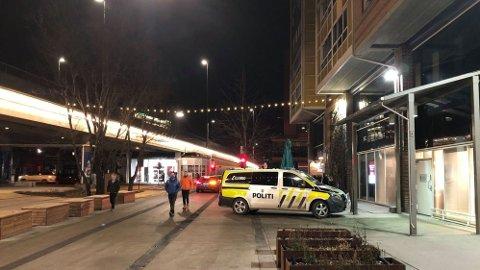 RYKKET: Politiet rykket ut til større folkeansamling i Olafiagangen på Grønland 28. februar.