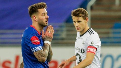 KORONATRUET: Vålerengas Aron Dønnum håper å komme i gang med kamper. Her i duell mot Rosenborg forrige sesong. Foto: Terje Bendiksby (NTB)