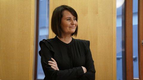Line Andersen er klar for tøffe dager i Oslo tingrett. NRK mener at den populære programlederen var dårlig for arbeidsmiljøet i NRK Sporten. Andersen mener at det ikke er sant.