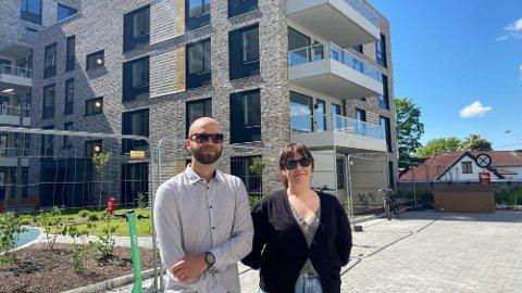 BOLIGEIERE UTEN BOLIG: Maria og Mattias skulle egentlig flytte inn i mars 2020, men Oslo kommune lar de ikke flytte inn på grunn av en bro som skulle ha vært klar for lenge siden. Foto: Helle Lyng Svendsen (Nettavisen)