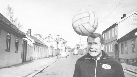 HELT: Einar Bruno Larsen er en av Vålerenga-historiens beste spillere.