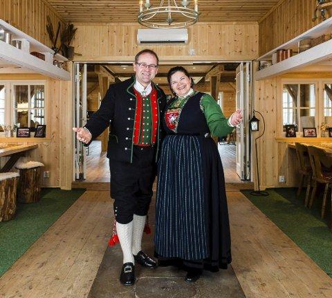 VELKOMMEN TIL SPJELDNES GARD: Kjartan og Heidi Spjeldnes opnar dørene for gjestar. FOTO:  Eilif Stene