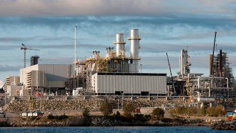 Kraftvarmeverket på Mongstad, som vi ser her, er ikkje lønnsomt i drift og blir fasta ut dei to neste åra. Foto: Statoil