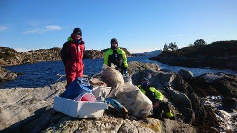 Tobias Bore Førland (12), Nikolai André Gaustad (14) og Torvald Sundin Vikane (13) synest folk bør ta til vet og slutte å kaste boss i naturen.