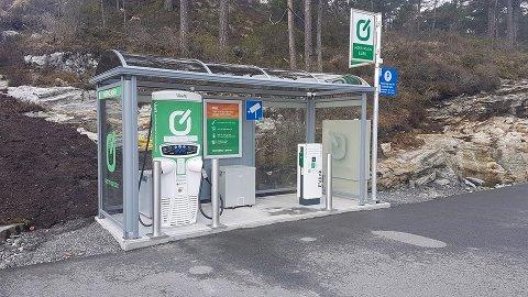 Nok eit ladepunkt langs E39 er på plass. No kan du lada på Best i Eikangervåg.