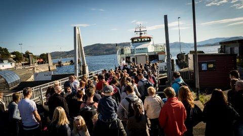 Snøggbåten til Bergen vert stadig meir populær. Frå litt over 80.000 passasjerar i 2014, reiste nærare 140.000 passasjerar med båten i 2017.