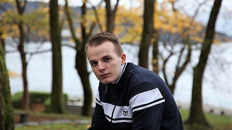 KALD FLAMME: Ulrik Kierulf Haugland med artistnamnet Kald Flamme. Tidlegare i år var han i finalen i P3 sin Urørt-konkurranse.
