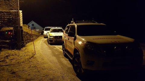 Politiet på staden for å etterforske hendinga. Også brannvesen og ambulanse var raskt på ulykkesstaden.