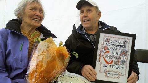 Tidlegare Masfjorden-ordførar Albert Kjetland (t.h.) har drive med sauehald i nærare 70 år. Her frå då han vart tildelt kulturprisen for 2019.